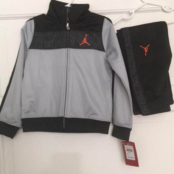 1f029997b9d2b4 New Nike Jordan 2 piece running suit